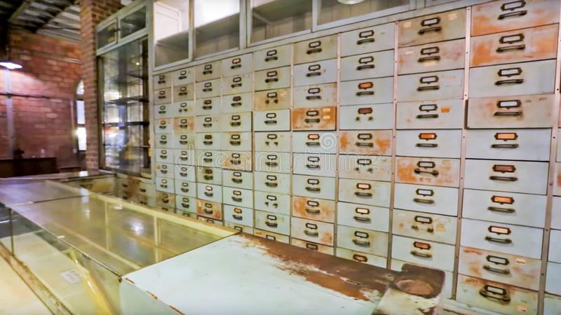 Details des hölzernen Kabinetts der chinesischen Medizin, Regal, Fach, chinesische Kräutermedizin Medizinischer Hintergrund der W lizenzfreies stockfoto