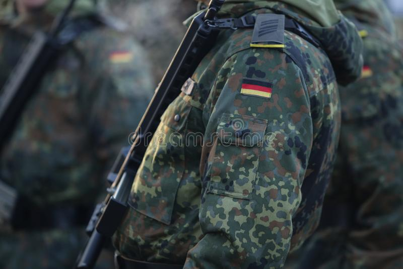 Details met eenvormig en de vlag van Duitse militairen stock foto's