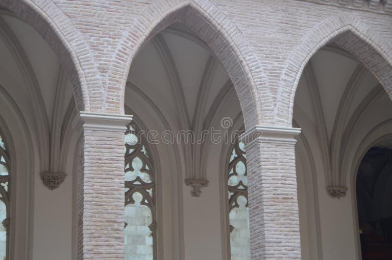 Details und Architektur in der polnischen Kirche Halber Punkt-Bogen in der Kirche von Jahrhundert Sans Pedro Dating In The XIV in lizenzfreie stockfotografie