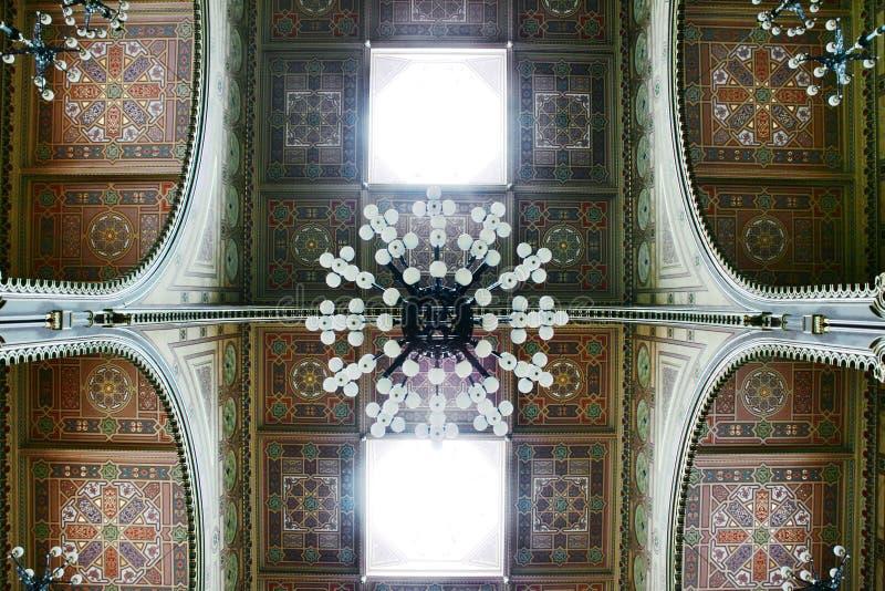 Details van decoratie binnen Dohany-Synagoge, Boedapest, Hungar stock foto