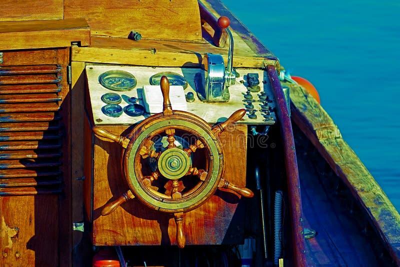 Details van een antieke uitstekende houten motorboot royalty-vrije stock afbeeldingen