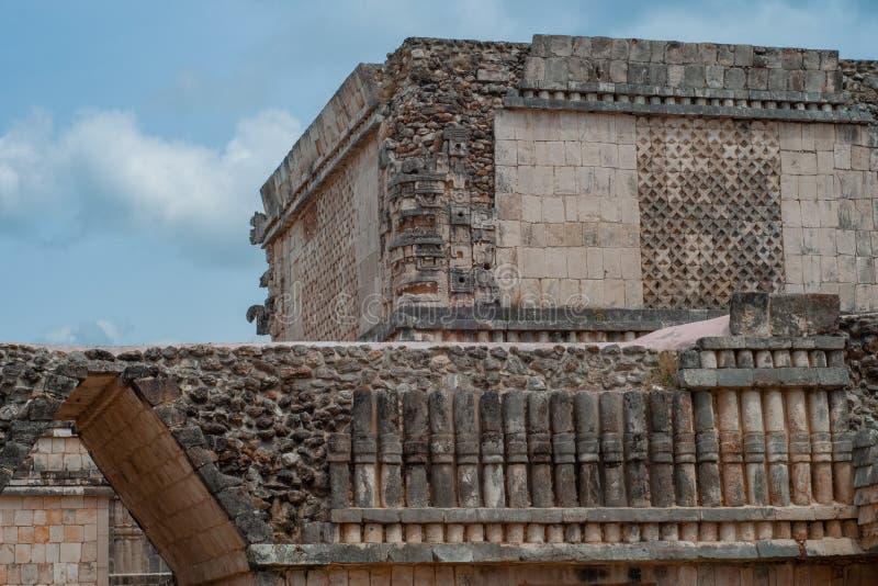 Details van een oud Mayan gebouw, op het archeologische gebied van Ek Balam stock fotografie