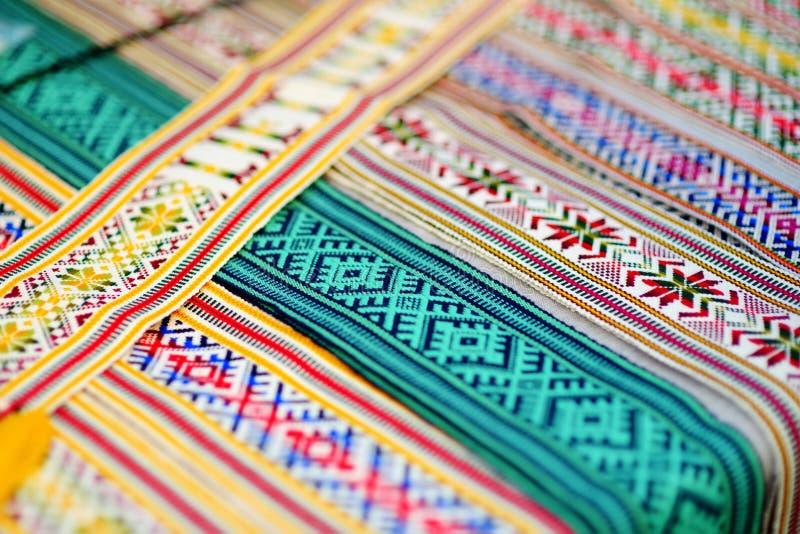 Details van een traditioneel Litouws weef Geweven gordels als onderdeel van de nationale Litouwse kostuums verkocht op traditione stock foto