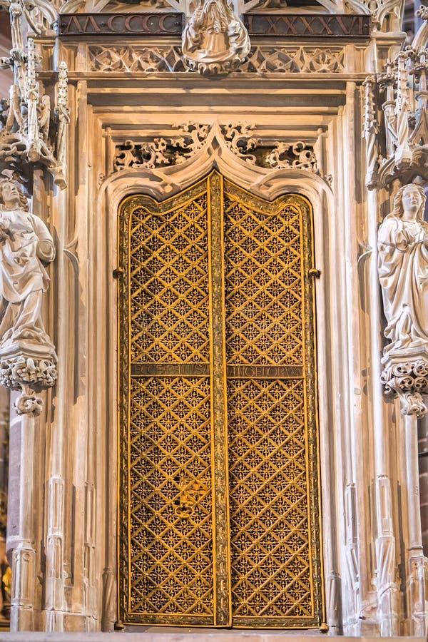 Details van het binnenland van St Lorenz St Lawrence kerk royalty-vrije stock afbeeldingen