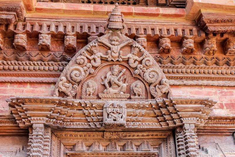 Details van houtsnijwerk op Hindoese tempel in Katmandu, Nepal royalty-vrije stock foto's