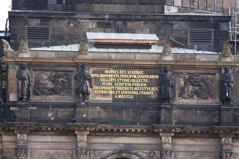 Details van Kathedraal van de Heilige Drievuldigheid Katholische Hofkirche in Dresden, Vrije Staat van Saksen duitsland stock foto's