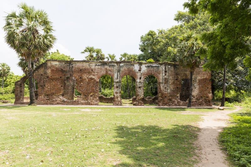 Details van verlaten helft-geruïneerde middeleeuwse tempel India royalty-vrije stock afbeeldingen
