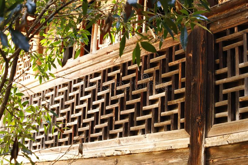 Details von Dekorationen in einem alten Haus in Shaxi-Dorf, Yunnan, China stockfotos