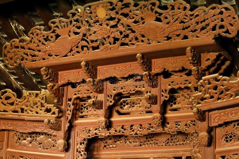 Details von Dekorationen in einem alten Haus in Shaxi-Dorf, Yunnan, China lizenzfreies stockbild