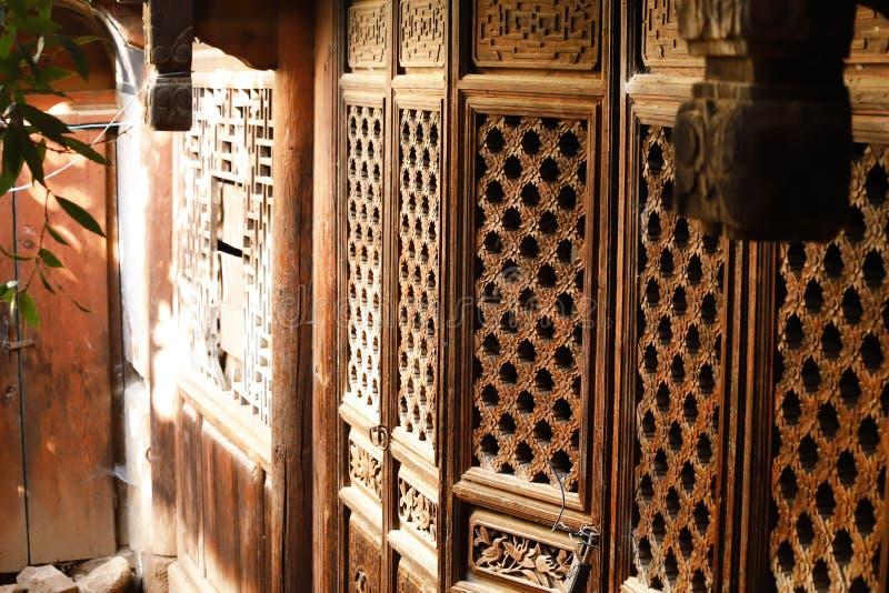 Details von Dekorationen in einem alten Haus in Shaxi-Dorf, Yunnan, China lizenzfreies stockfoto