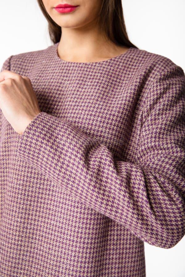 Details von Frauen ` s Kleidung Detailkleid auf einem Modell stockfotos