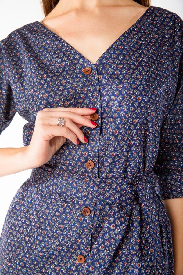 Details von Frauen ` s Kleidung Detailkleid auf einem Modell stockfotografie