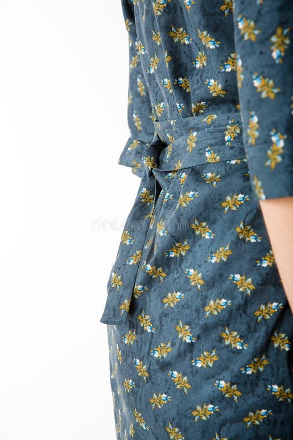 Details von Frauen ` s Kleidung Detailkleid auf einem Modell lizenzfreies stockbild