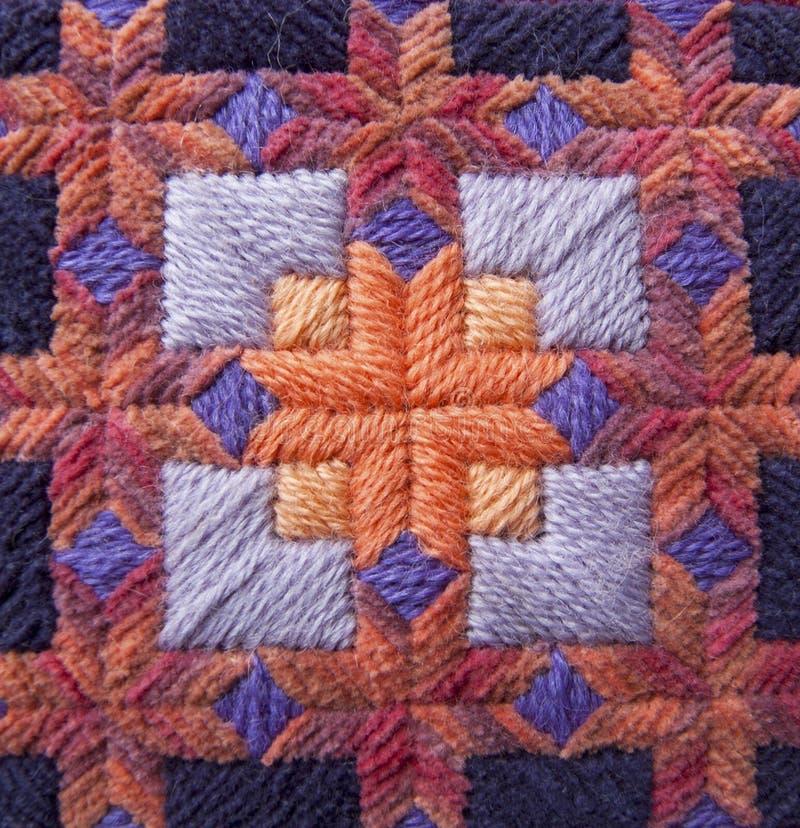 Detalhe alaranjado e roxo da tapeçaria foto de stock
