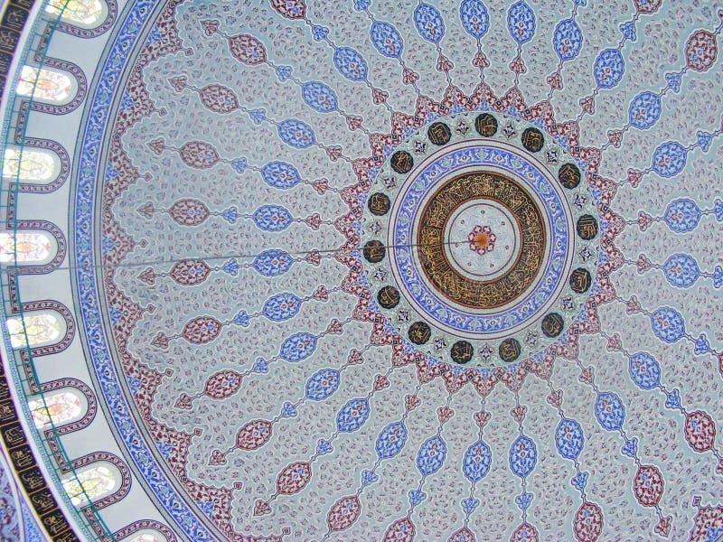 Detalhe arquitetónico da abóbada da mesquita, ornamento orientais fotografia de stock
