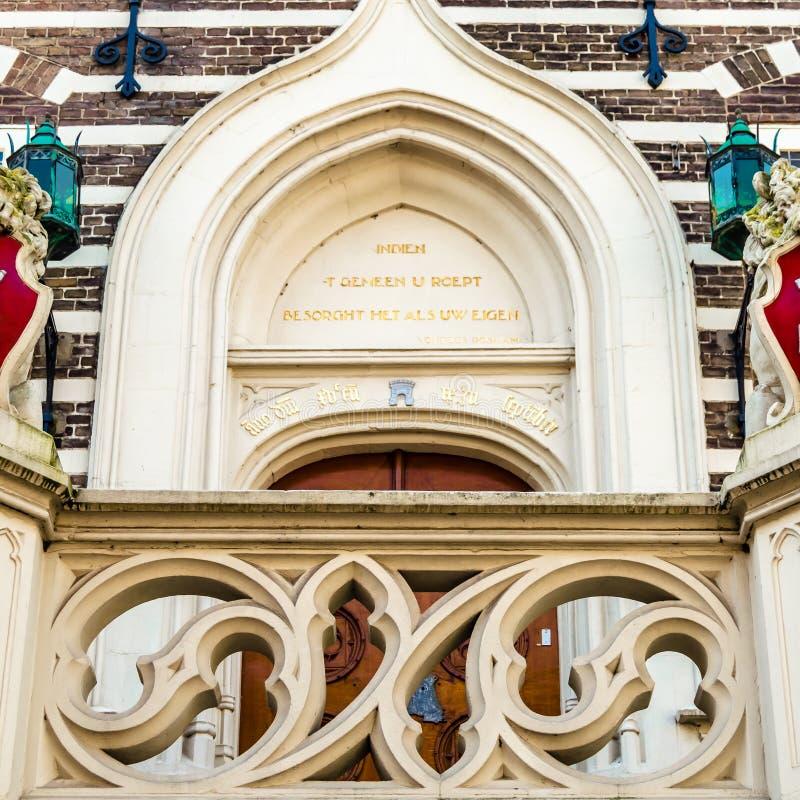 Detalhe arquitetónico da câmara municipal de Alkmaar imagem de stock