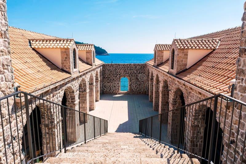 Detalhe arquitetónico dentro das paredes da cidade velha Dubrovnik fotos de stock royalty free