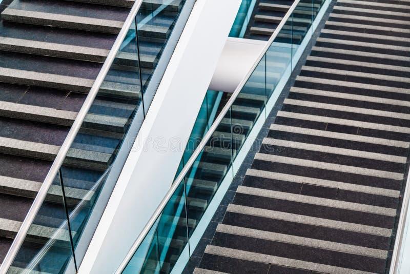Detalhe arquitetónico moderno da escadaria fotografia de stock