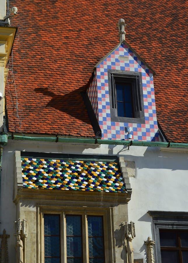 Detalhe arquitetónico na câmara municipal velha, Bratislava imagens de stock royalty free