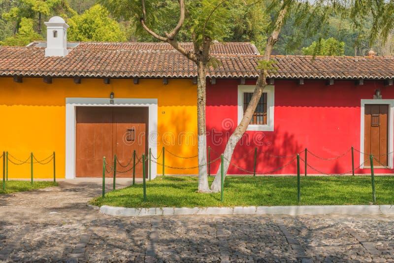 Detalhe arquitetónico na casa colonial na Guatemala de Antígua imagem de stock