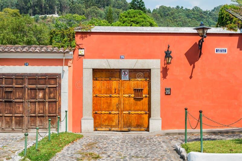 Detalhe arquitetónico na casa colonial na Guatemala de Antígua foto de stock royalty free