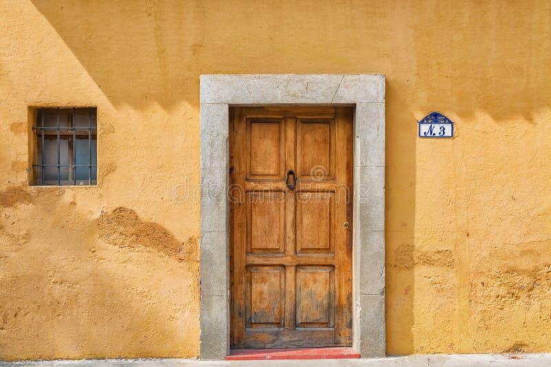 Detalhe arquitetónico na casa colonial na Guatemala de Antígua foto de stock