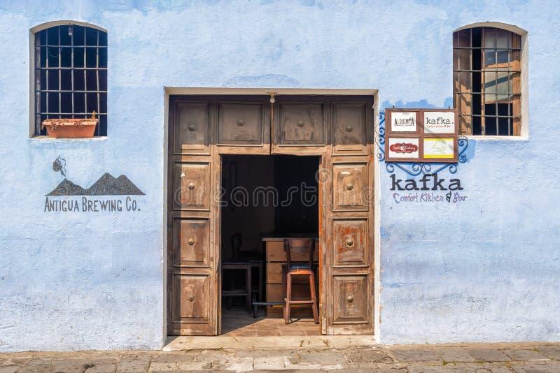 Detalhe arquitetónico na casa colonial na Guatemala de Antígua fotografia de stock