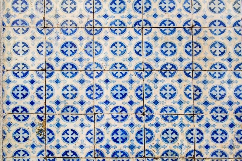 Detalhe azul das telhas de português vitrificado foto de stock royalty free