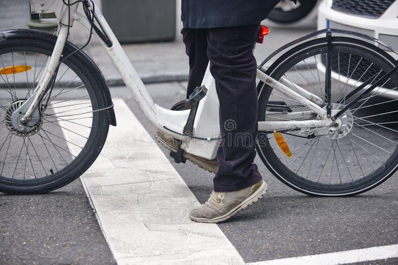 Detalhe bonde da bicicleta na cidade Estilo de vida urbano Nenhum pollutio imagens de stock royalty free