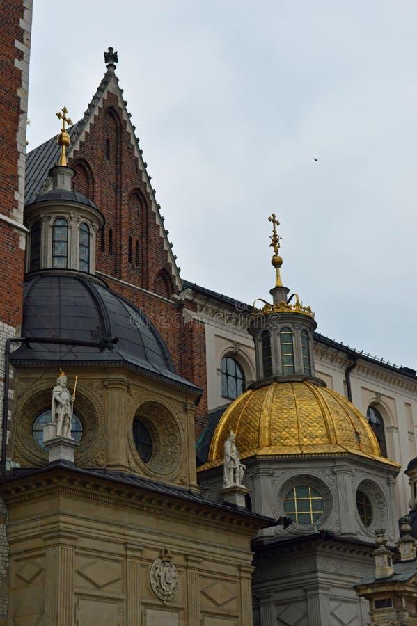 Detalhe a catedral de Wawel no complexo do castelo em Krakow foto de stock royalty free