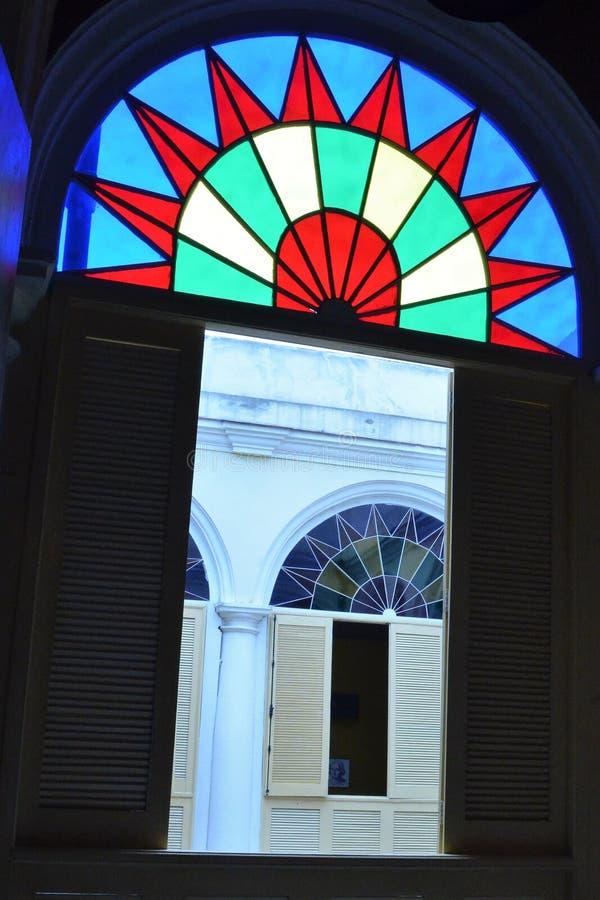 Detalhe colorido das janelas em Cuba fotografia de stock royalty free