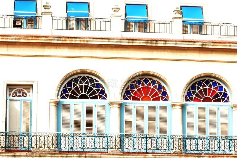 Detalhe colorido das janelas em Cuba imagens de stock