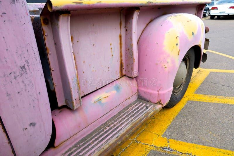 Detalhe cor-de-rosa do caminhão do ` s do coletor do vintage foto de stock