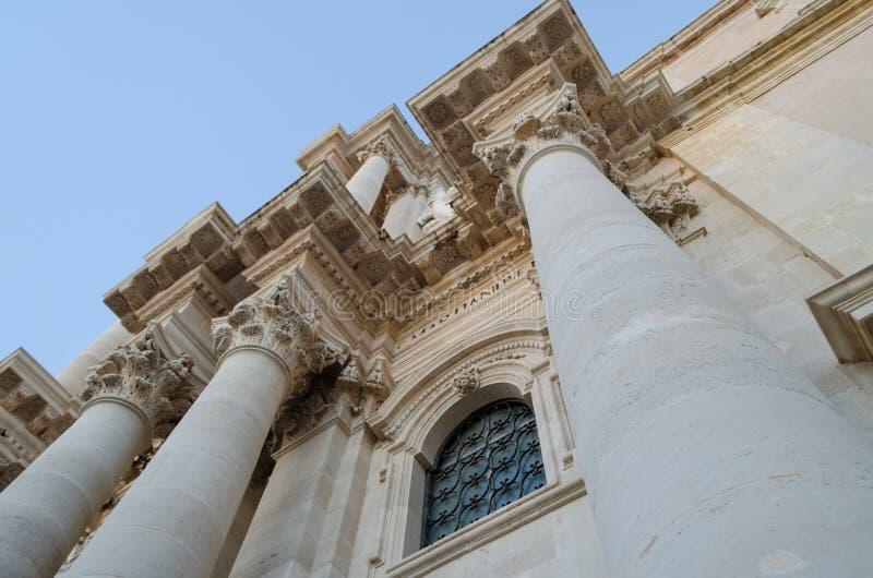 Detalhe da catedral de Siracusa em Ortigia Sicília imagens de stock