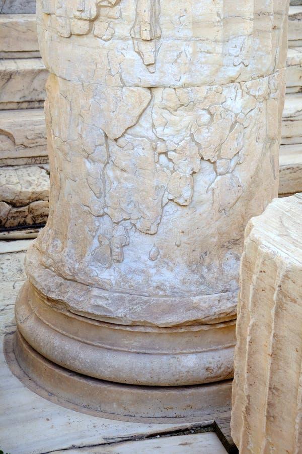 Detalhe da coluna de mármore do grego clássico, acrópole, Atenas, Grécia imagem de stock