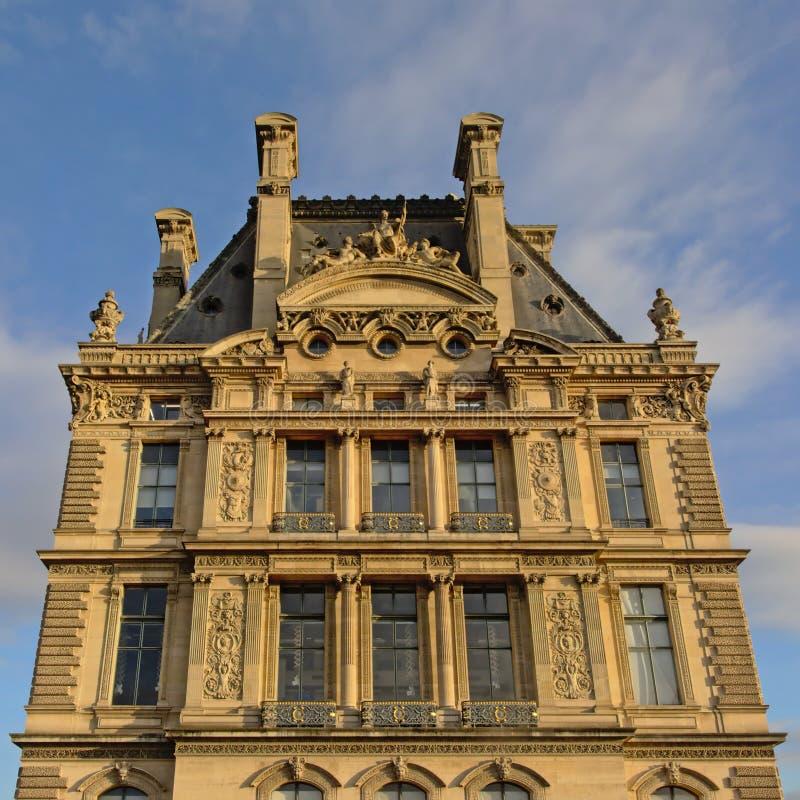 Detalhe da construção de Ecole de Louvre, Paris imagens de stock
