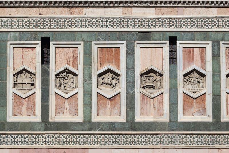Detalhe da decoração de mármore da torre de Giotto Bell, Florença fotos de stock