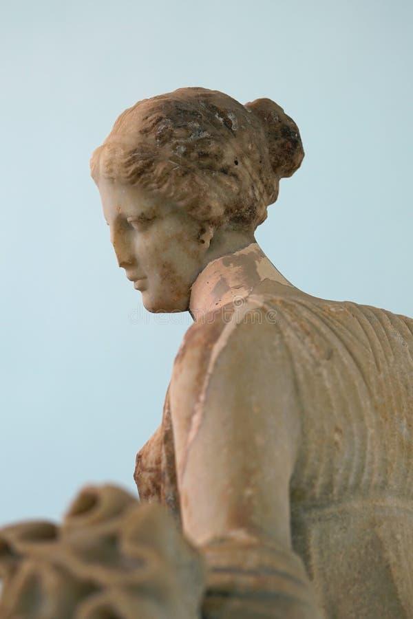 Detalhe da estátua de Artemis que mata um cervo, ilha de Delos, Mykonos imagens de stock royalty free