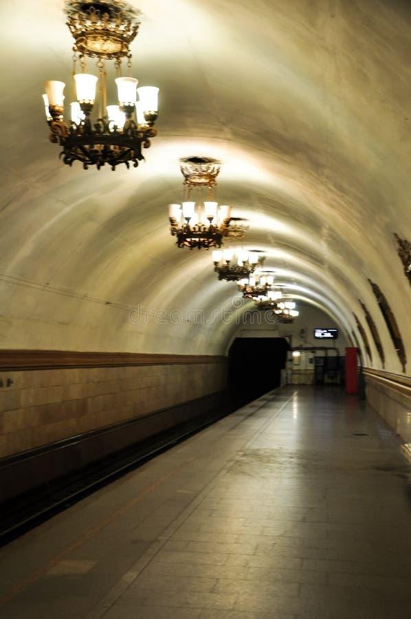 Detalhe da estação de metro de plataforma de passageiros em Moscou, Rússia fotos de stock