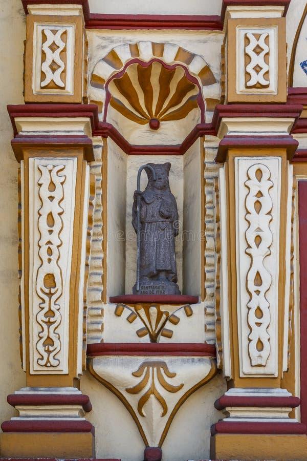 Detalhe da fachada da igreja colorida fotos de stock