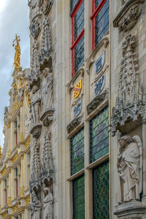 Detalhe da fachada na câmara municipal em Bruges, Bélgica fotografia de stock royalty free
