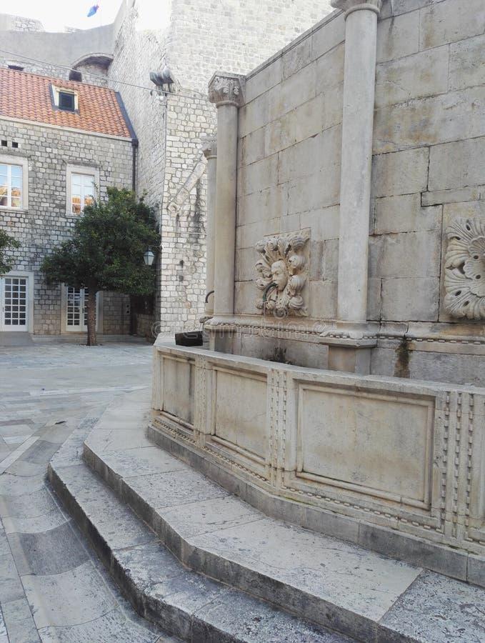 Detalhe da fonte grande do ` s de Onofrio, Dubrovnik, Croácia imagem de stock