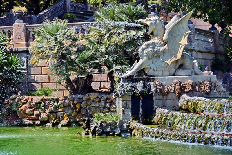 Detalhe da fonte no parque de Ciutadella foto de stock