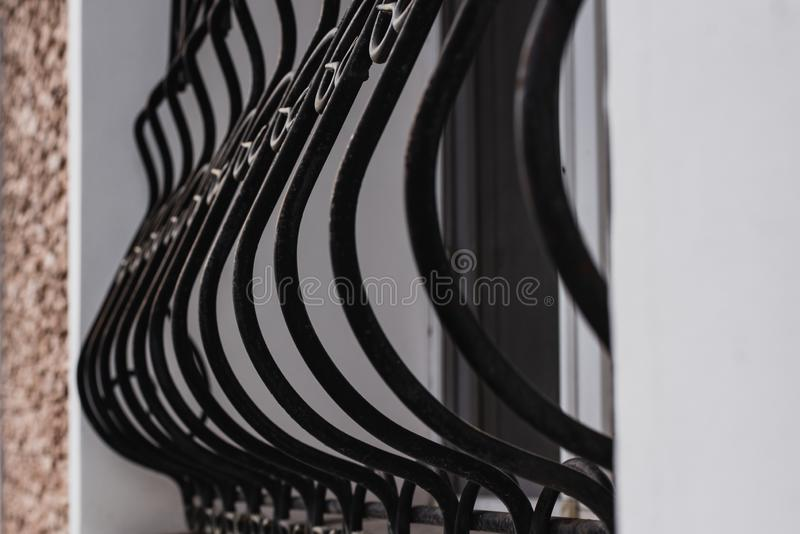 Detalhe da grade de janela, segurança interna, detalhes do exterior da fachada imagem de stock