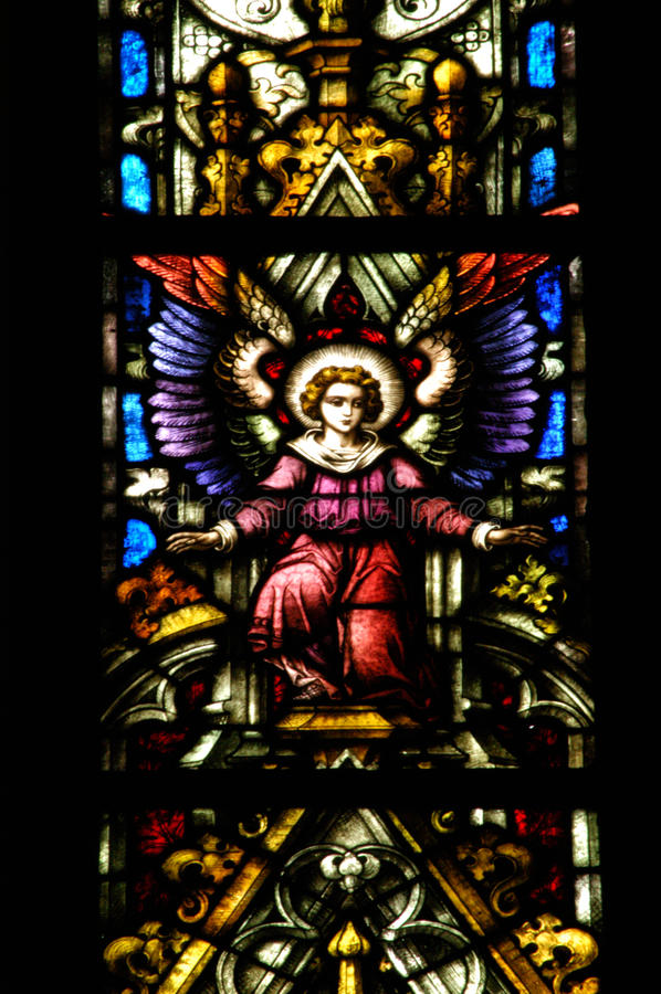 Detalhe da janela de vitral em Cluj Napoca Saint Michael Church imagem de stock