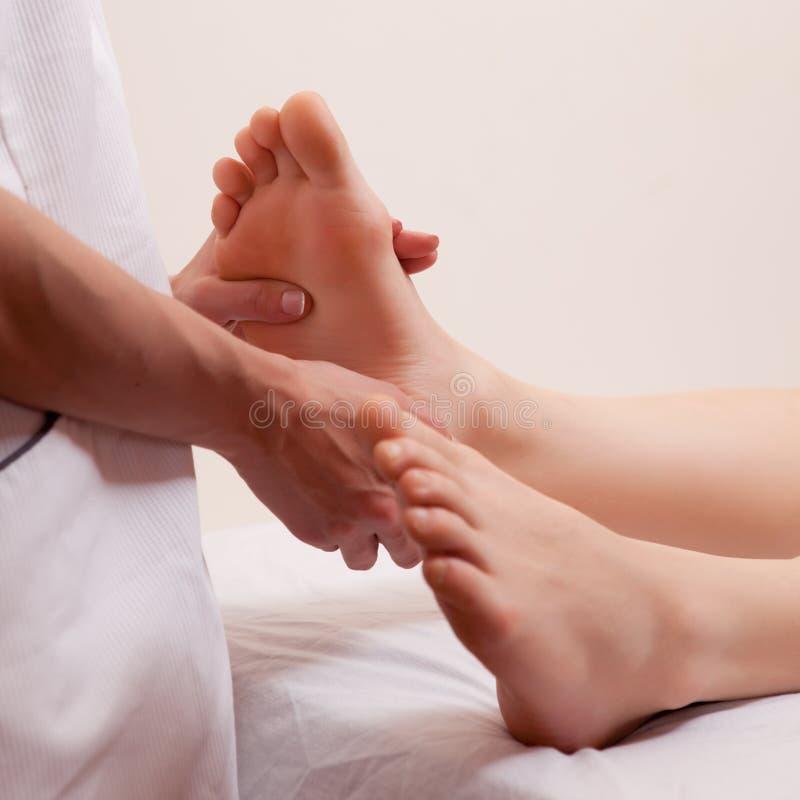 Detalhe da massagem do pé fotos de stock royalty free