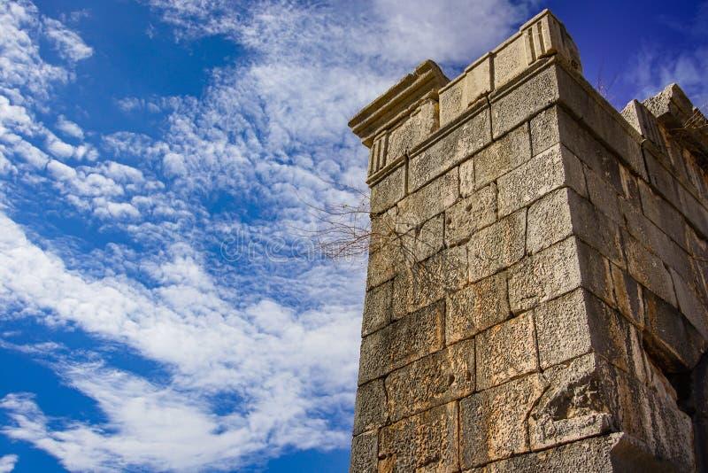 Detalhe da parede da cidade antiga de Patara Pttra em Kas, Antalya, Turquia foto de stock royalty free
