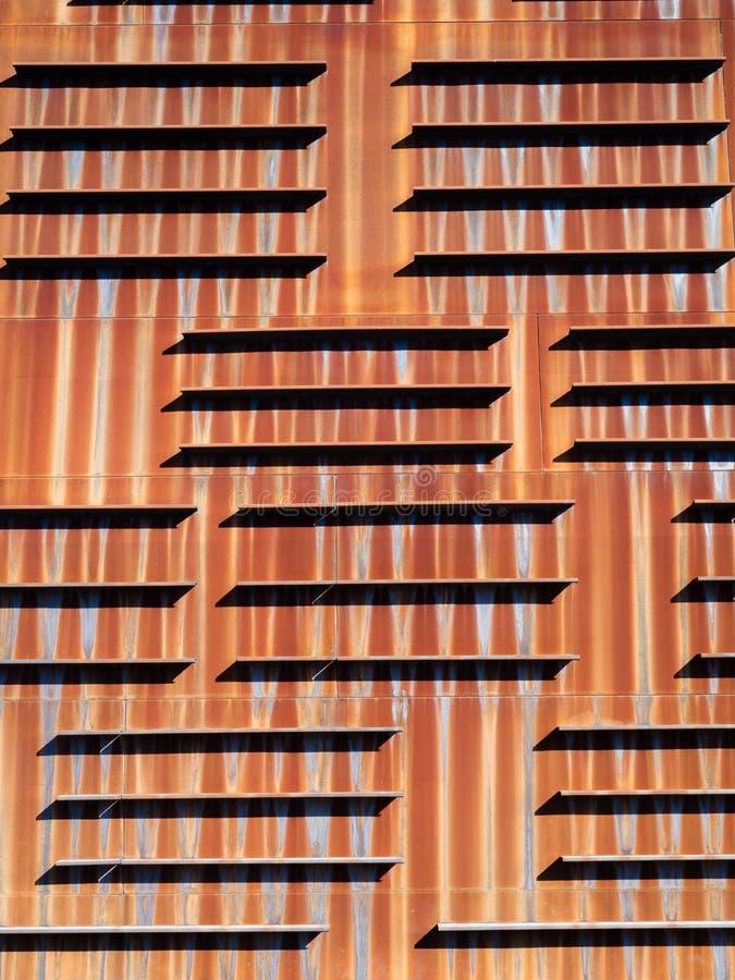 Detalhe da parede oxidada do palácio de Euskalduna, Bilbao, Espanha de Bizkaia foto de stock royalty free