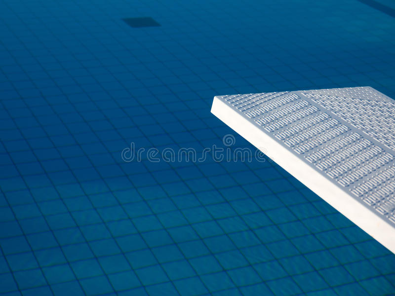Detalhe da placa branca da piscina exterior fotografia de stock