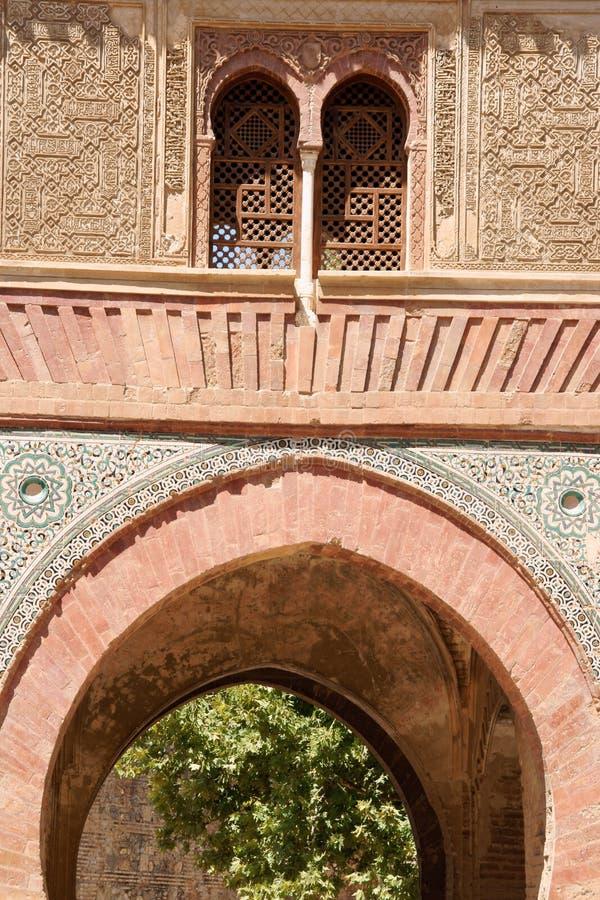 Detalhe da porta do vinho no Alhambra fotos de stock
